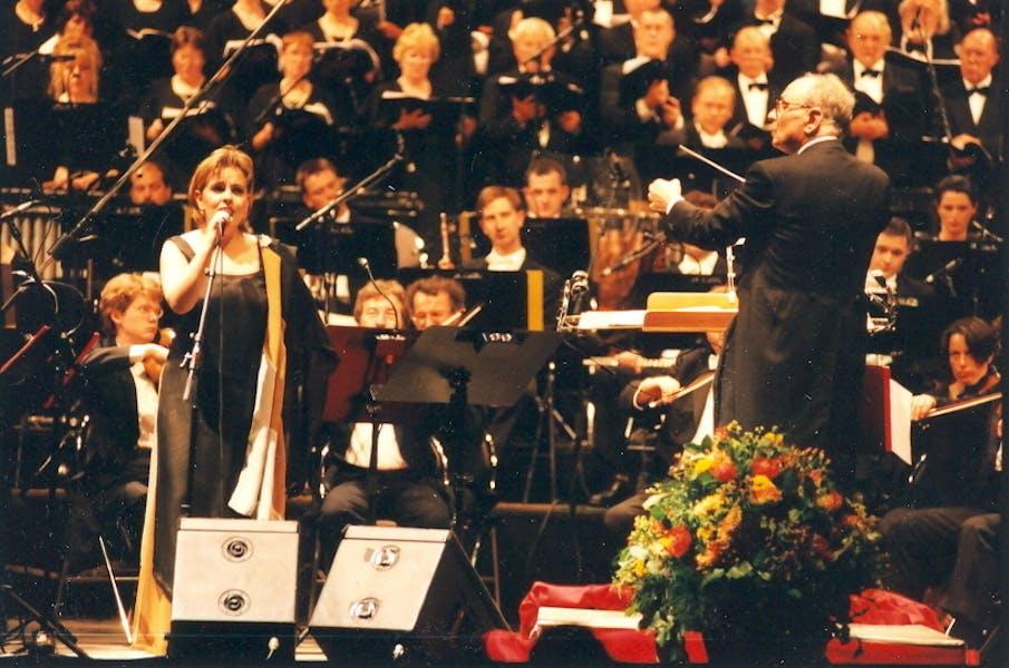 Ennio Morricone tijdens een concert in 't Kuipke in 2000